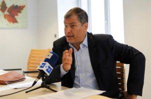 El exmandatario Rafael Correa enfrenta asimismo el pago de una suma por daños y perjuicios, además de una reparación integral con la colocación de una placa en el Edificio de la Presidencia de la República, pidiendo disculpas públicas. FOTO/EFE