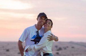 Cristiano Ronaldo y Georgina. Foto:@Cristiano ·