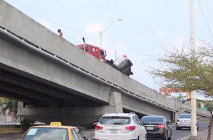 Del impacto, tres vehículos también resultaron afectados. Foto/Diomedes Sánchez