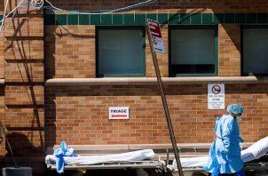De los 238 detenidos expuestos al virus, Castaño solo dijo que están agrupados en una zona aislada donde van a permanecer por al menos 14 días y que su estado de salud es monitoreado a diario.