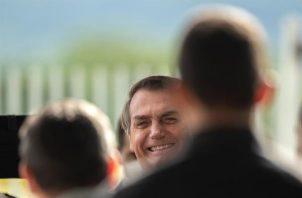 El presidente de Brasil, Jair Bolsonaro, mantiene un pulso con gobernadores y alcaldes que, dentro del marco constitucional, han adoptado diversas medidas de prevención, como cuarentenas u otras que han reducido a mínimos las actividades económicas y el contacto social. FOTO/EFE