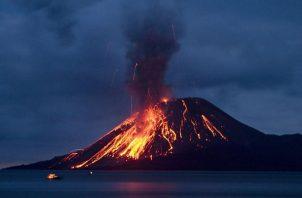 El volcán Anak Krakatoa está ubicado en Indonesia. Foto AP