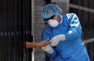 Hace unas semanas, el Ministerio de Salud había informado que iba a repartir a todos los centros médicos del país sus reservas de artículos de protección para evitar contagios del coronavirus entre el personal sanitario.