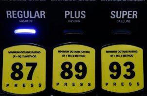 El precio del petróleo sigue bajando en el transcurso de los días. EFE
