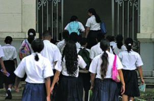 Los estudiantes de primaria cobran de Beca Univeral 90 dólares, premedia 120 y los alumnos de media 150 dólares.