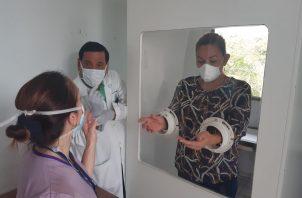 Las Ulaps equipadas con cabinas, realizarán la toma de muestras a pacientes sintomáticos respiratorios en horario de 7:00 a.m. a 3:00 p.m. en tanto que las policlínicas lo efectuarán las 24 horas del día. Foto/Eric Montenegro