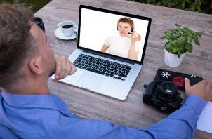 Las reuniones en línea podrían ser desafiantes, pero también tienen ventajas. (Pixabay)