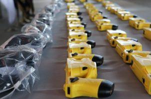 Entregan armas Taser a unidades de la Fuerza Pública.
