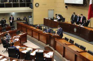 Juan Pino, ministro de Seguridad durante la presentación del proyecto en la Asamblea.