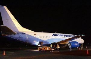 La aeronave 737-500 de la Aerolínea Aeroregional Ecuador salió anoche desde Panamá.