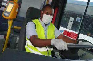 Luis Fernado Ambrose tiene 43 años y reside en el área de Panamá Norte. Tiene 20 años de experiencia como conductor. Foto: Cortesía