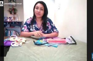 Sherelyn Pérez confecciona tapabocas casero.