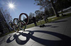 Los anillos de los Juegos Olímpicos en Tokio. Foto:AP