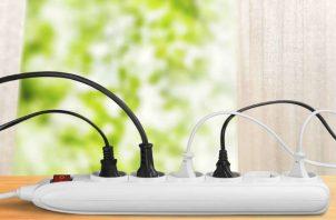 Desconecta para reducir el consumo de energía eléctrica. Pixabay