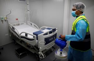 Al corte de este viernes, en Panamá se han recuperado de coronavirus 319 personas por laboratorio. Foto EFE