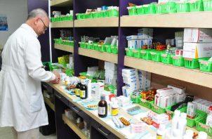 Pacientes aseguran que han tenido que comprar medicinas.