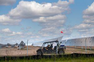La drástica caída en precios de paneles solares ayuda a la industria a expandirse aun durante la pandemia. Foto / Deanne Fitzmaurice para The New York Times.