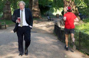 El jefe del Ejecutivo conservador lideró hoy por primera vez la sesión de preguntas al primer ministro en los Comunes tras su regreso al trabajo después de haber superado la COVID-19.