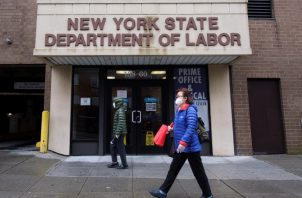 Suman más de 33 millones de trabajadores que iniciaron el trámite. EFE