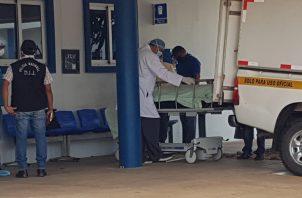 El joven venezolano agredió a un adulto mayor y según los vecinos estaba fuera de control. Foto/Thays Domínguez