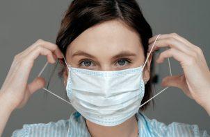 El documento esta modificación se hace ante la obligación del uso de mascarillas al salir de casa, por parte de la población a nivel nacional, como medida de salud para la mitigación del contagio del COVID-19.