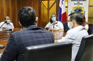 Autoridades del SNM sostuvieron una reunión con el presidente de Arena, Rafael Rodríguez. Foto @migracionpanama