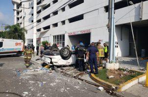 El Cuerpo de Bomberos procedió a  las labores de liberación de la conductora, sin embargo poco después se informó de su muerte.