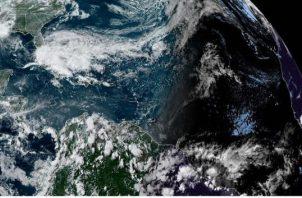 El NHC emitió una alerta de tormenta tropical para la costa de Carolina del Norte, desde el norte de Surf City hasta Duck, incluidos Pamlico y Albemarle Sounds. FOTO/EFE