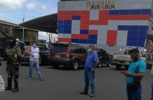 Tras el cierre de la frontera por más de tres horas las autoridades de Panamá se comprometieron a conversar con las autoridades costarricenses para esclarecer el tema y que los transportistas de ambos países no se vean afectados.