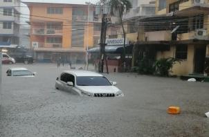 Fuertes lluvias afecta tránsito en la ciudad capital.
