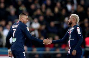 Mbappé (izq) y Neymar. Foto:AP