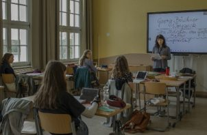 Si escuelas no abren, dijo un director, los padres no pueden volver al trabajo. Una clase de preparatoria en Neustrelitz. Foto / Emile Ducke para The New York Times.