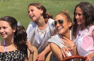 Jennifer Lópeza y sus hijastras. Instagram
