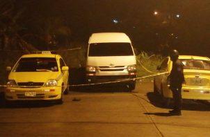 En el área del ataque quedó el taxi que manejaba con matrícula 3T 3856.