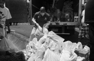 Se ha invertido mucho esfuerzo en entregar bolsas de comida, un bono, pero estas ayudas no han sido suficientes en frecuencia, cantidad y calidad. Foto: Archivo. Epasa.