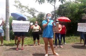 Las familias optaron por salir a protestar en las calles, aun cuando estaba vigente la cuarentena absoluta, decretada por el Ministerio de Salud (MINSA).