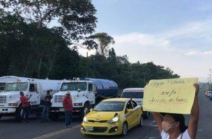Los residentes molestos cerraron el tramo de la carretera Panamá Colón, donde los conductores debieron dar la vuelta e ingresar por la autopista hacia los Cuatro Altos
