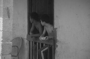 """""""Quédate en Casa"""" parece un mandato fácil de cumplir, sin embargo, la depresión lleva al descontrol a quienes reclaman una ayuda que el Gobierno trata de complacer con altibajos. Foto: Víctor Arosemena: EPASA."""