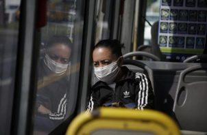 Es obligatorio el uso de mascarillas y el distanciamiento físico. Foto: EFE