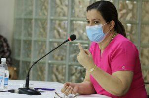 Rosario Turner, ministra de Salud, defendió los contratos suscritos para atender a pacientes que se realizan hemodiálisis. Cortesía