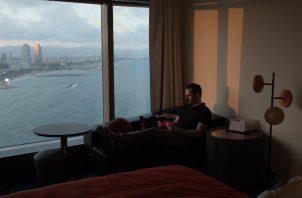 Daniel Ordóñez ha estado viviendo en el Hotel W de Barcelona desde marzo. Foto / Samuel Aranda para The New York Times.
