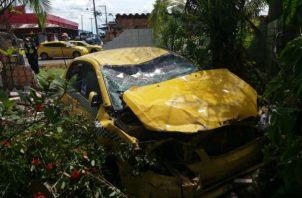 La camioneta se accidentó en un retén hacia la Costa Abajo. Foto: Diómedes Sánchez.
