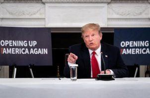 """El presidente Donald Trump, terminó su mensaje criticando a la alcaldesa de Washington, Muriel Bowser, """"que siempre está buscando dinero y ayuda, pero que no dejó a la Policía de D.C. (Distrito de Columbia) implicarse. 'No es su trabajo'. ¡Bonito!"""". FOTO/EFE"""