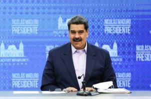 Maduro dijo que gasolina de Irán debe venderse en dólares. EFE