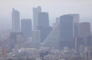 """En los días de alta contaminación """"aumentan los ingresos hospitalarios, las consultas médicas y las atenciones en urgencias, especialmente de los enfermos con patologías respiratorias crónicas"""". FOTO/EFE"""