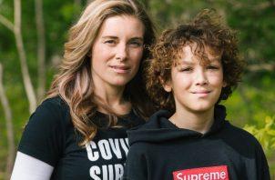 """Elizabeth Martucci y su hijo, M.J., dijeron que algunos vecinos en Nueva Jersey los trataron como """"vector de contagio"""" tras recuperarse de COVID-19. Foto / Michelle Gustafson para The New York Times."""