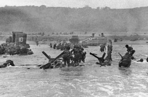 Se estima que 156 mil soldados desembarcaron en las playas de Normandía el 6 de junio de 1944, durante el Día D. Foto: AP. -