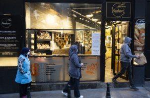 Los panaderos están exentos de un toque de queda en Estambul porque el pan es considerado muy importante. Foto / Tara Todras-Whitehill para The New York Times.
