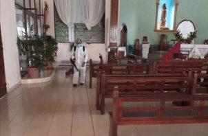 Las autoridades de la iglesia católica en Chitré anunciaron el retorno paulatino a las celebraciones eucarísticas, en medio de un cuidado estricto a los protocolos emanados por el Ministerio de Salud y la Conferencia Episcopal Panameña. FOTO/THAYS DOMÍNGUEZ