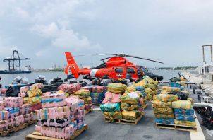La Guardia Costera precisó que los decomisos se produjeron durante los últimos 75 días aunque no dijo dónde específicamente se interceptaron las drogas en unas operaciones en las que participaron cuatro buques de la Guardia Costera y dos de la Armada de EE.UU.